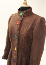 """""""Princess seams"""" give the walking jacket a soft and natural curve."""